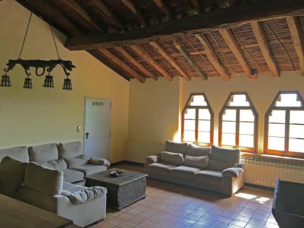 Interiors de la casa de colònies Mas Coromina