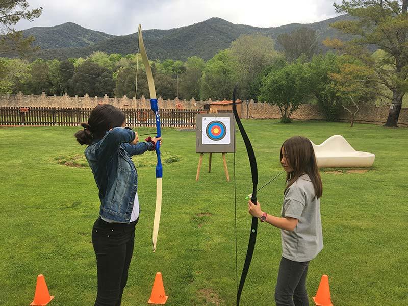 Tir amb arc a les colònies escolars de Mas Coromina