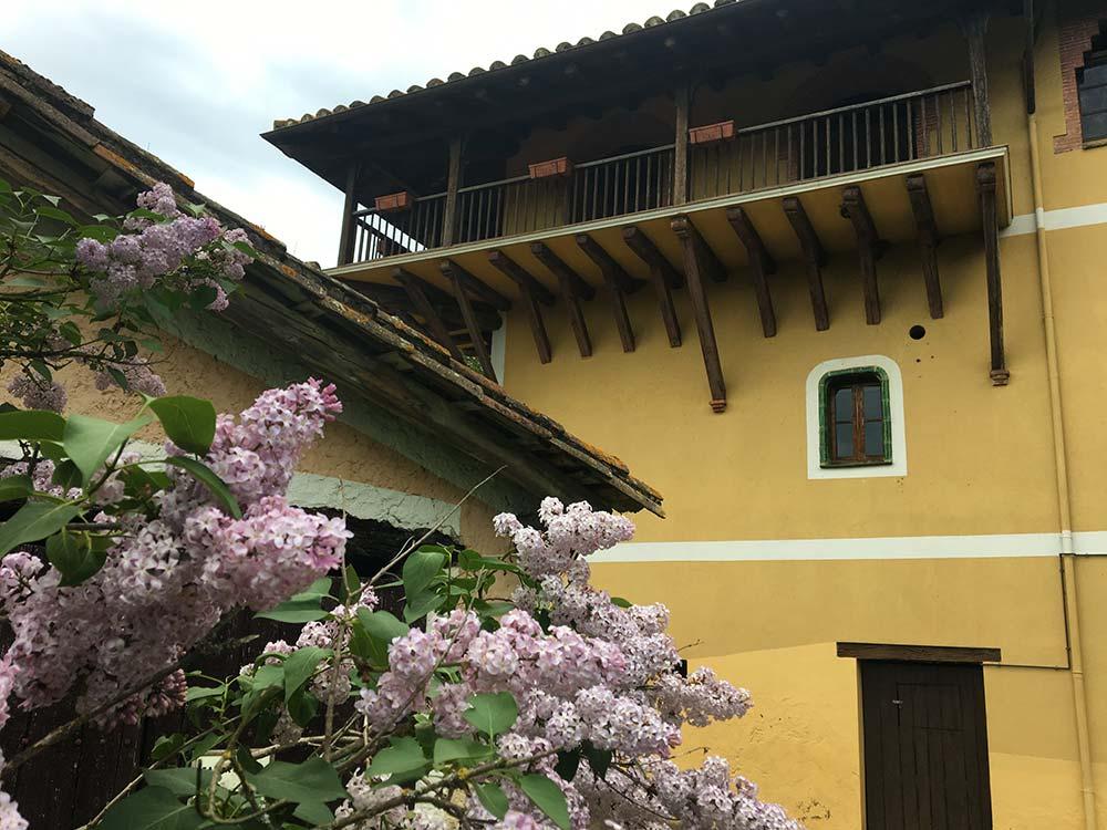 Vista exterior de la casa de colònies Mas Coromina